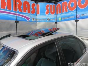 Modifikasi Total, Bolongi Atap Mobil Jadi Sunroof
