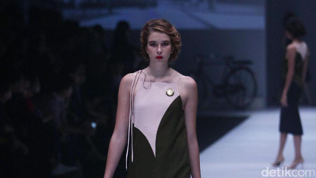 Foto: Koleksi Peggy Hartanto di Jakarta Fashion Week 2017