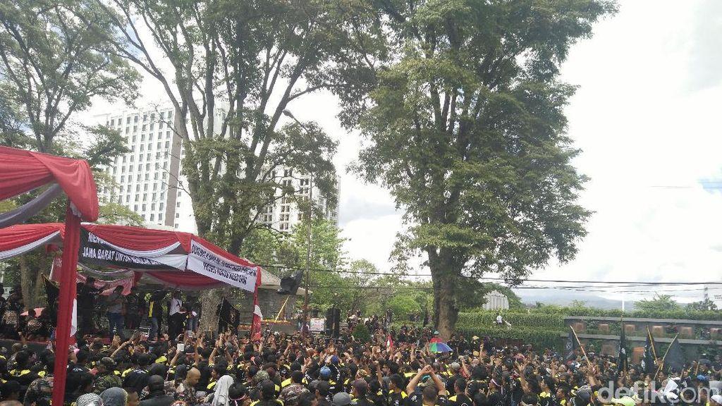 Massa Apel Akbar Bela Pancasila di Bandung Bubarkan Diri