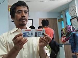 Polisi Kembalikan Barang Sitaan Tajudin Si Penjual Cobek