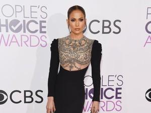 Penampilan Berkilau Jennifer Lopez dengan Perhiasan Rp 800 Juta