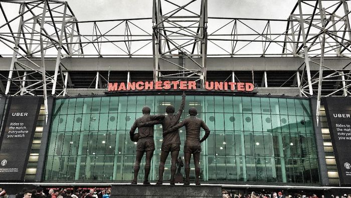MANCHESTER, ENGLAND - JANUARY 15:  (EDITORS NOTE: This images has been processed using digital filters). A general view of the trinity statue of Law, Best and Charlton outside the stadium prior the Premier League match between Manchester United and Liverpool at Old Trafford on January 15, 2017 in Manchester, England.  (Photo by Mike Hewitt/Getty Images)