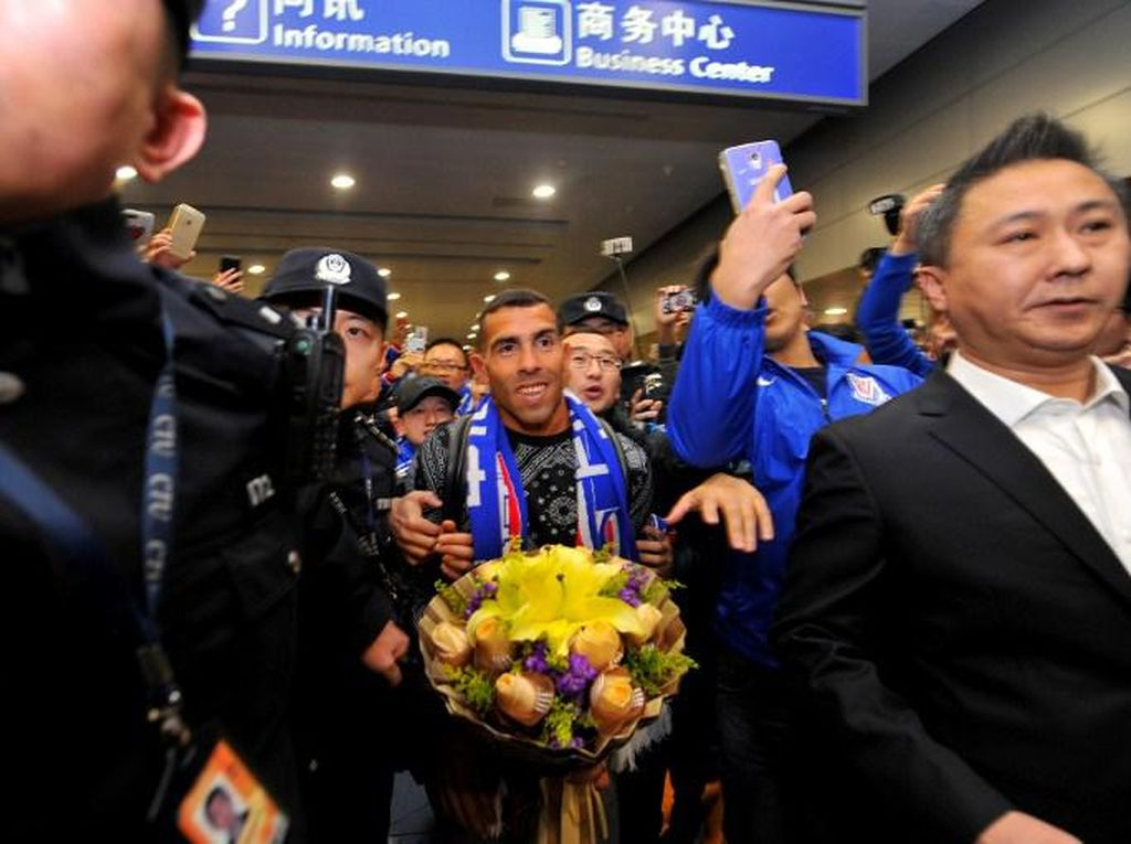 Kedatangan Tevez di Shanghai Disambut Meriah