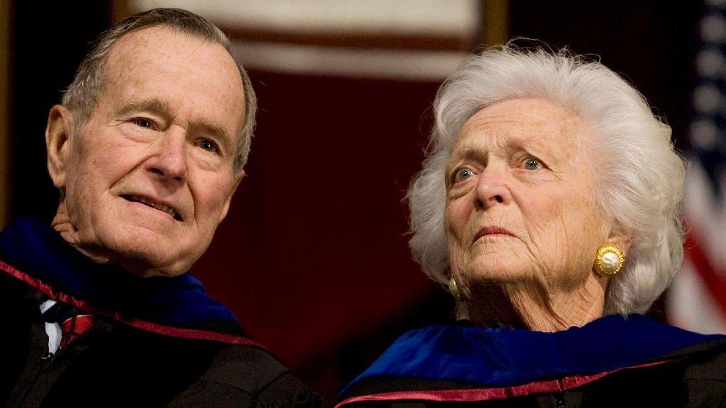 Bush Senior Dipindahkan ke ICU, Istrinya Juga Dirawat