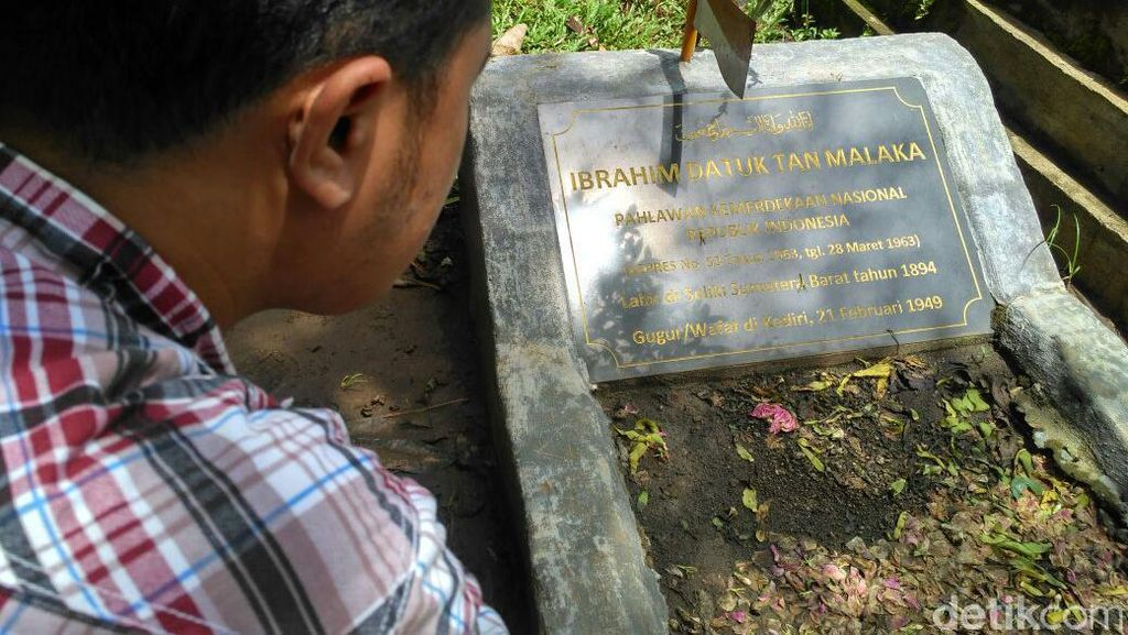 Warga Selopanggung Kediri Tolak Pemindahan Makam Tan Malaka