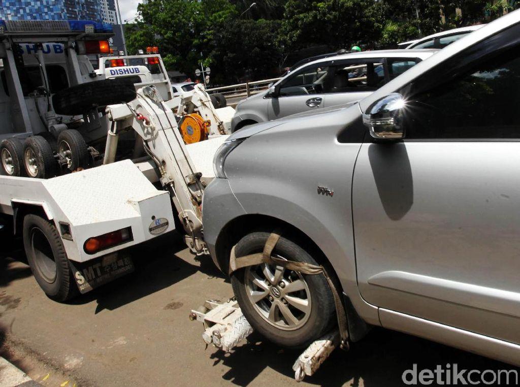 Punya Mobil Tak Punya Garasi dan Parkir di Jalan Ganggu Sekali