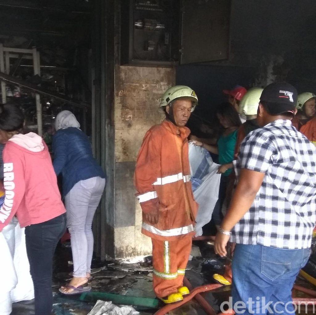 Sudah 12 Jam Kebakaran Pasar Senen Belum Padam