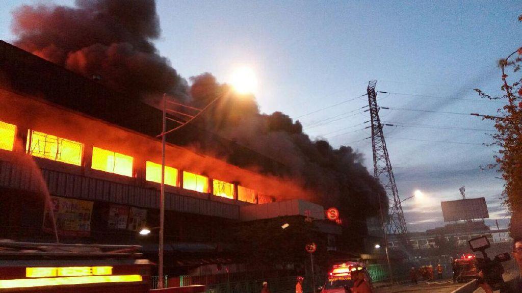 Kebakaran di Pasar Senen Meluas, 42 Unit Damkar Diturunkan
