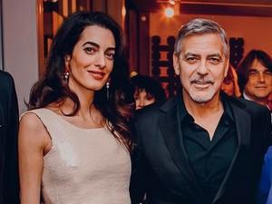 Amal Clooney Tampil <i>Chic</i> dengan Gaun Vintage Chanel Rp 184 Juta