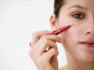 Rahasia Menggunakan Concealer yang Sempurna dari Makeup Artist Dunia