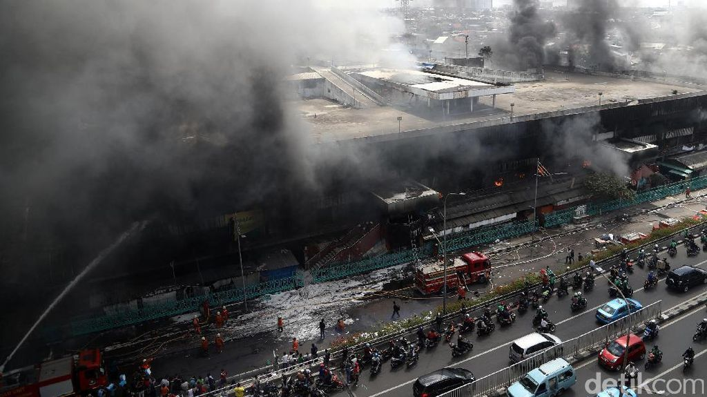 Simpati dan Solusi dari 3 Cagub DKI untuk Kebakaran Pasar Senen
