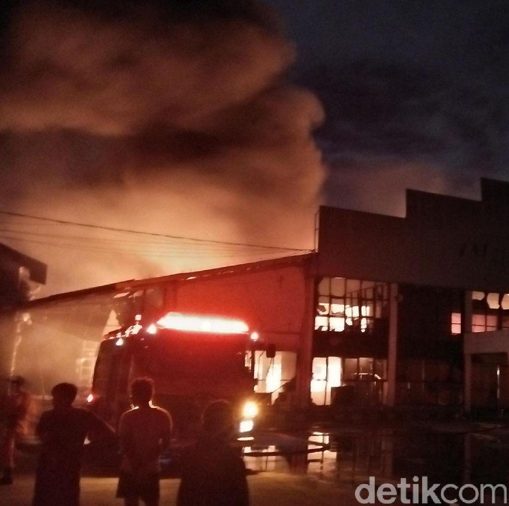 Pabrik Industri Makanan di Tangerang Terbakar