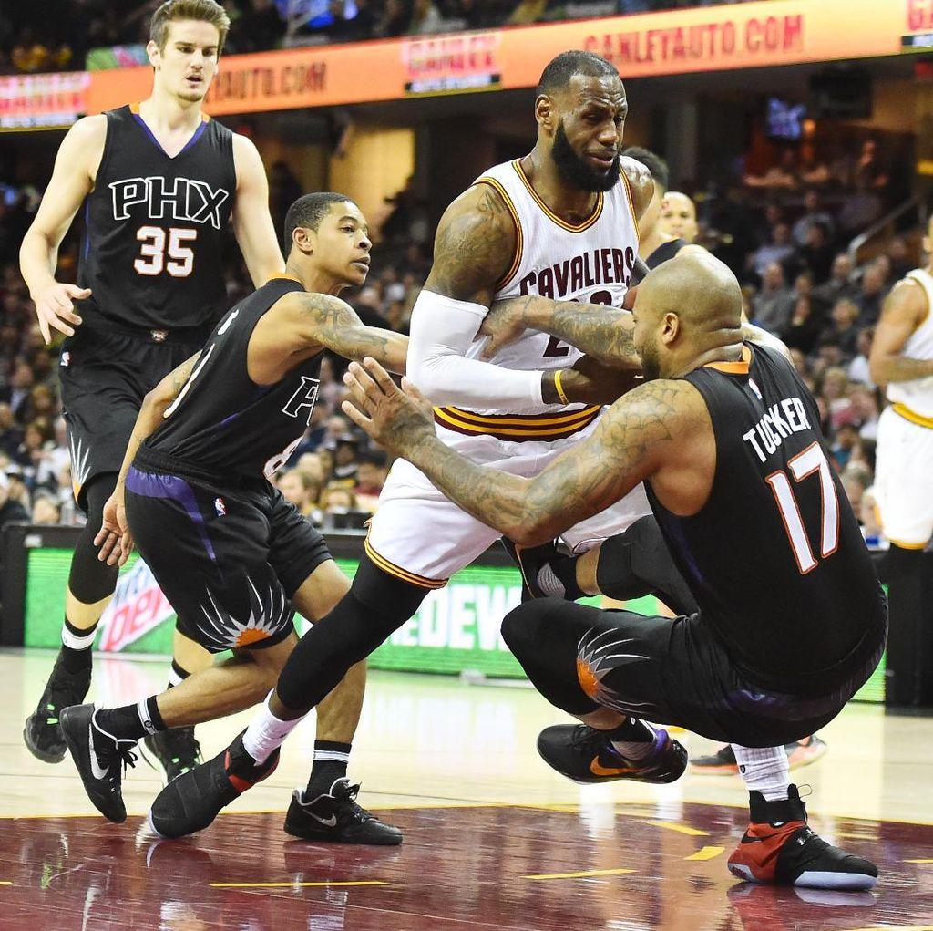 LeBron dan Irving Bawa Cavs Atasi Suns