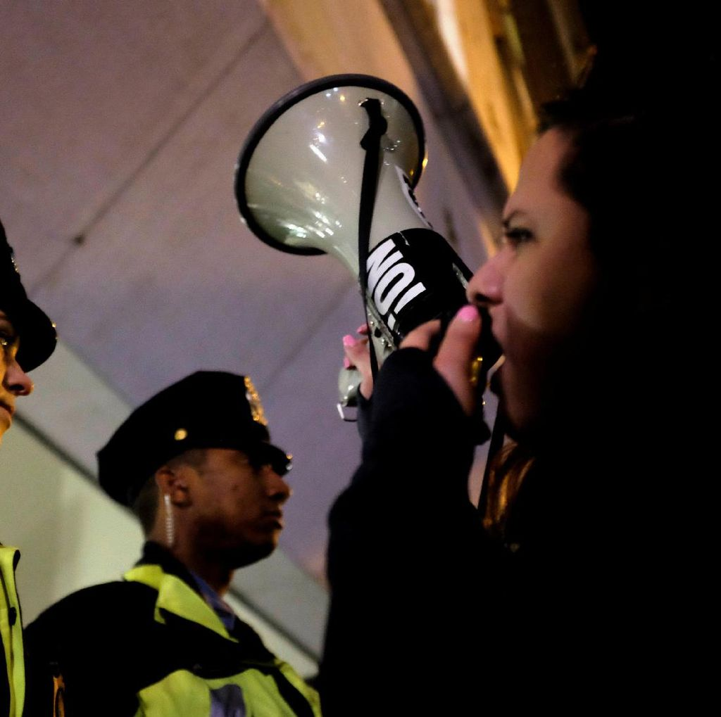 Demonstran Bentrok dengan Pendukung Trump di Washington DC