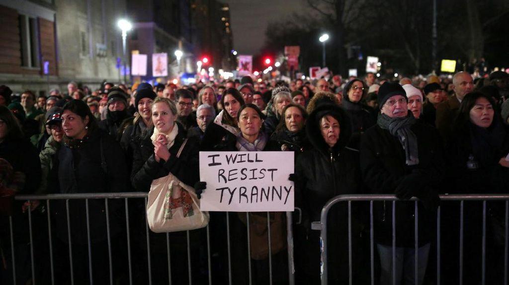 Ikut Demo di New York, Aktor Hollywood: Kita Akan Hentikan Trump