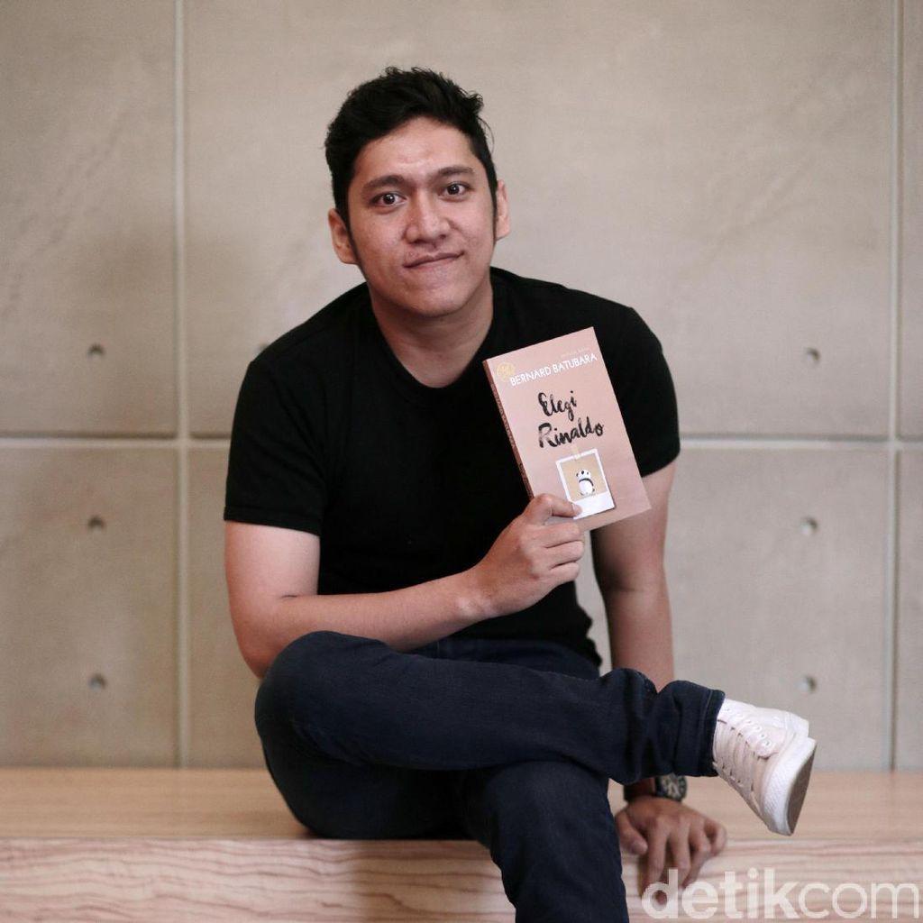 Bernard Batubara Tulis Novel Elegi Rinaldo dalam Waktu Singkat