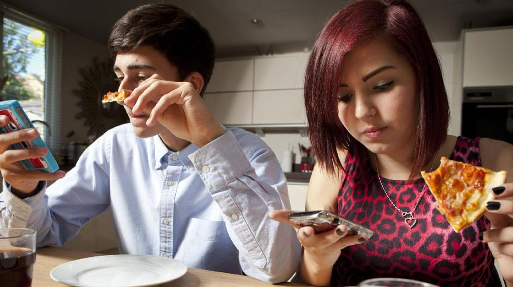 Restoran Ini Kunci Ponsel Pelanggan agar Tidak Dipakai Ketika Makan
