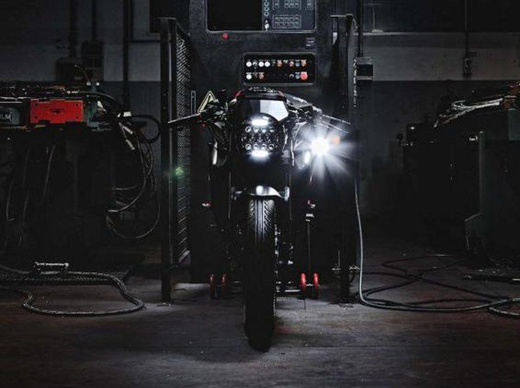 MV Agusta Dragster 800 Blackout Tampil Garang
