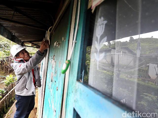 Geo Dipa Salurkan Listrik di Desa Sugihmukti Bandung