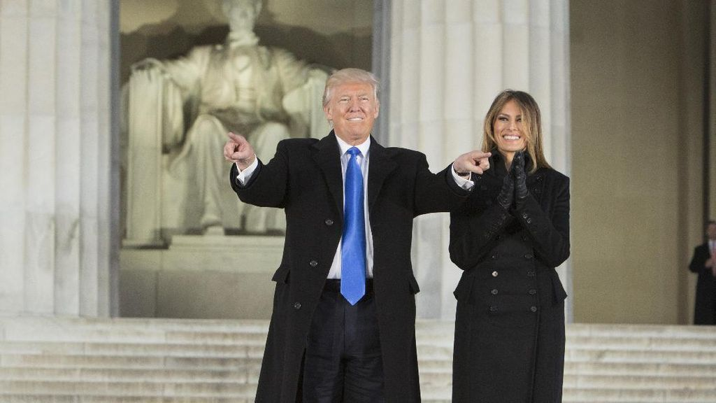 Jelang Dilantik, Trump Hadiri Kebaktian Pagi di St Johns Church