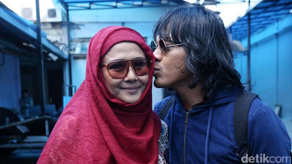 Perasaan Mayky Wongkar Pasca Resmi Menikah dengan Ria Irawan