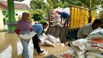 Belasan Ribu KK Korban Banjir Pasuruan Dapat Bantuan
