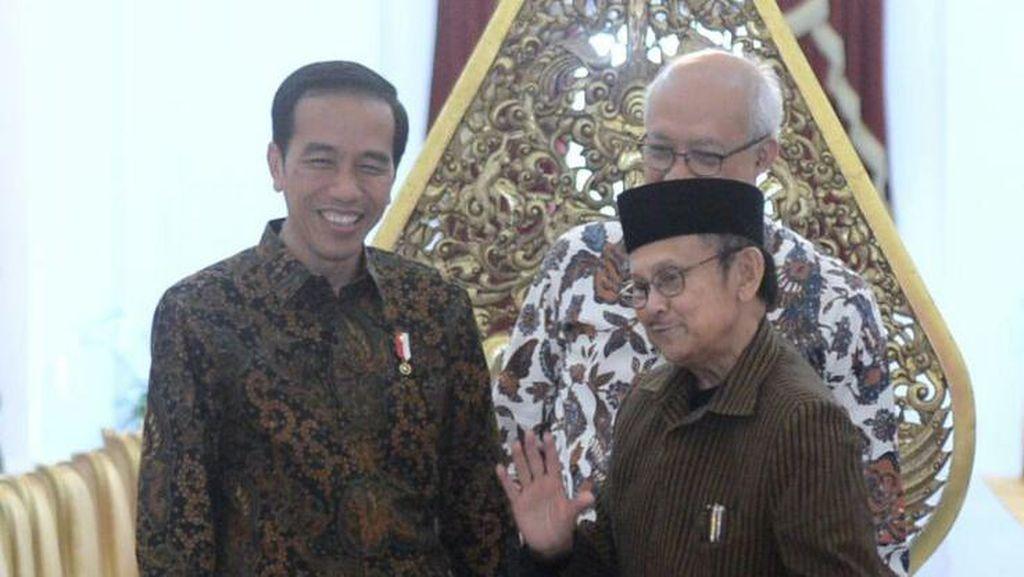 Gandengan Tangan dan Momen Hangat Pertemuan Jokowi-Habibie