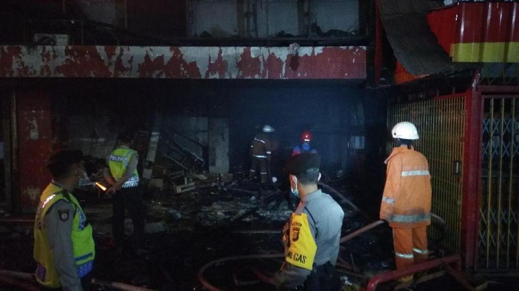 Sudah 24 Jam, Kebakaran Pasar Senen Belum Padam