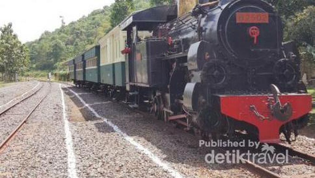 Nikmati Weekend Dengan Naik Kereta Api Uap