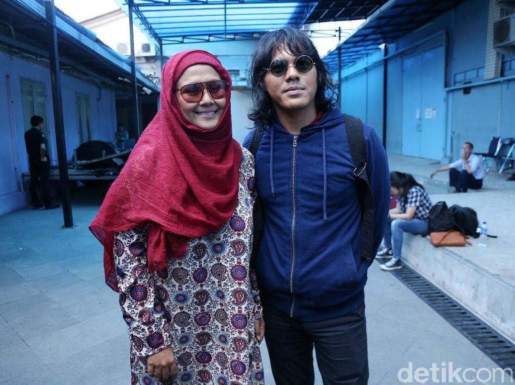 Ditinggal Selamanya, Mayky Wongkar Unggah Kenangan Suapi Ria Irawan