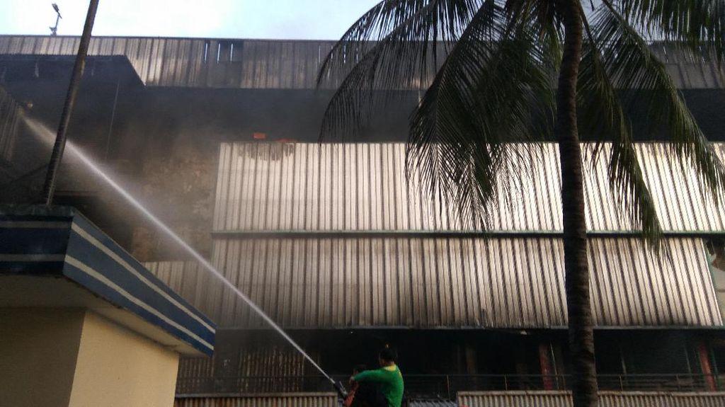 Pagi ini, Api Masih Menyala di Blok 1 Pasar Senen