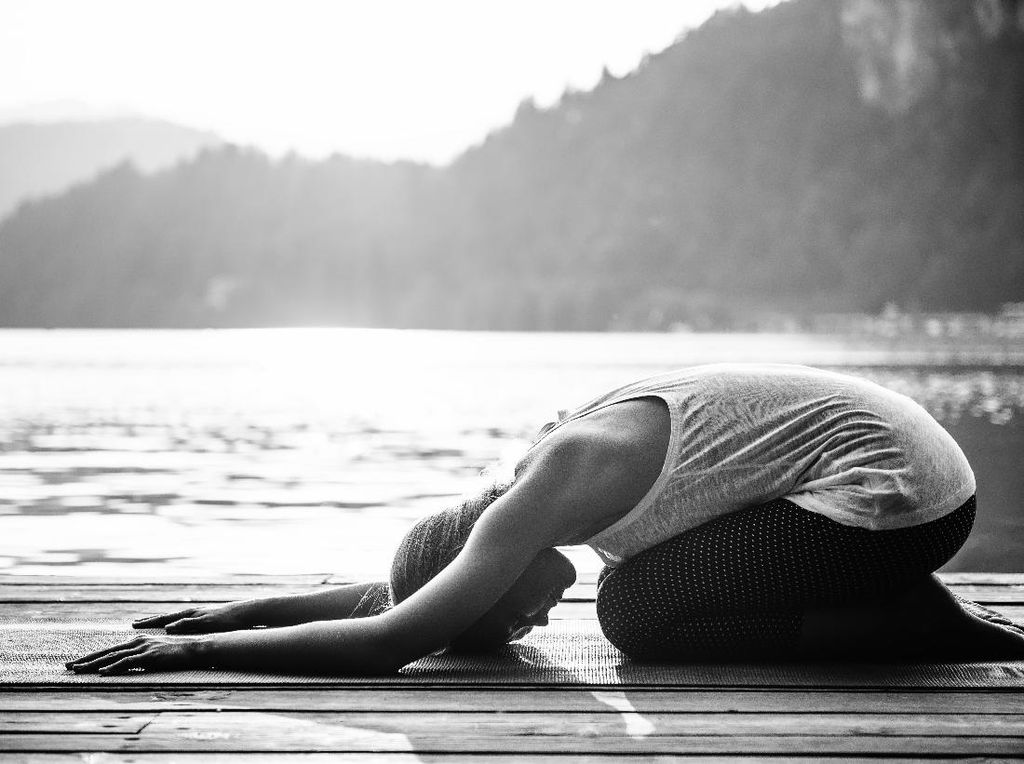 6 Gerakan Yoga yang Bisa Bikin Kamu Lancar Kentut