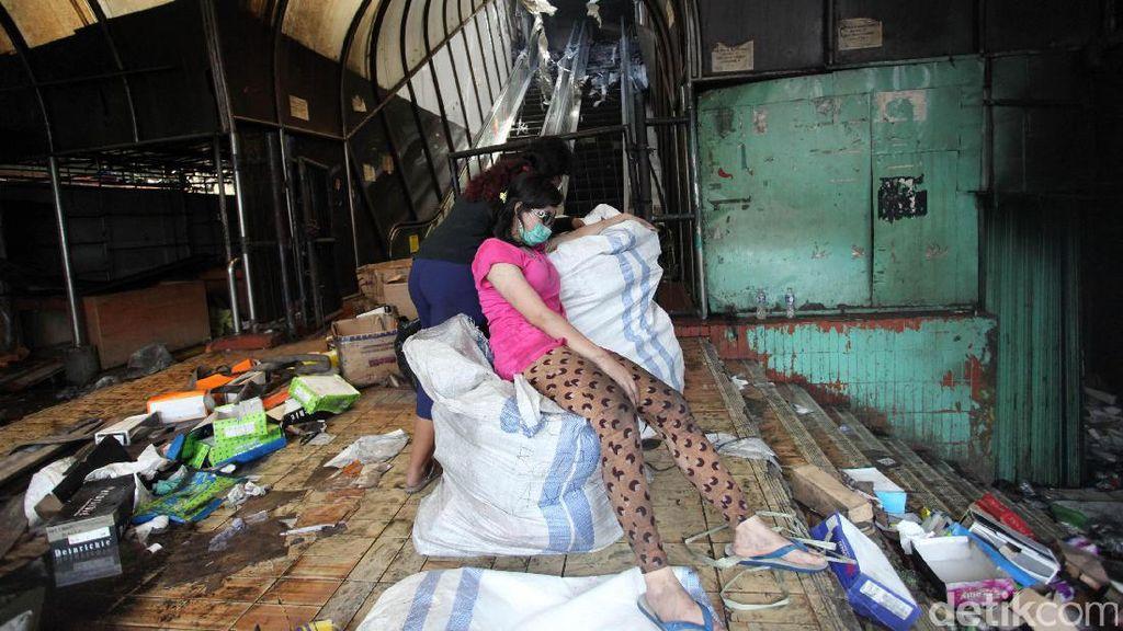 Pedagang Pasar Senen Ini Baru Beli Barang Rp 15 Juta, Langsung Hangus