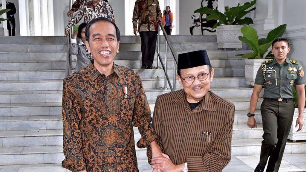 Bertemu BJ Habibie, Jokowi: Bertukar Pikiran tentang Teknologi
