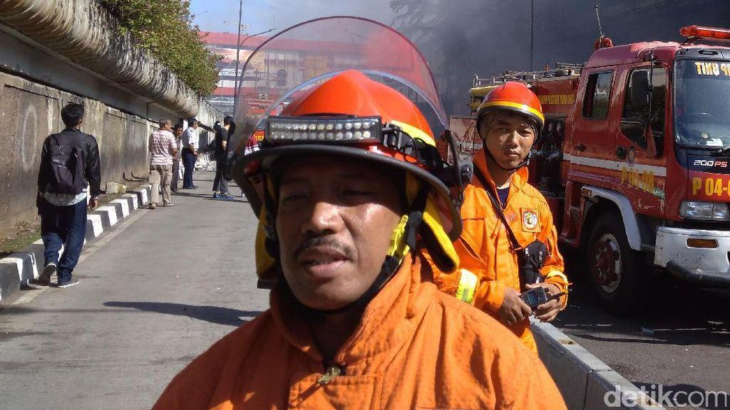 Moto Pemadam Kebakaran Pasar Senen: Pantang Pulang Sebelum Padam