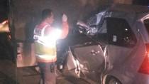 Minibus Tabrak Truk Fuso, Satu Korban Terjepit di Dalam