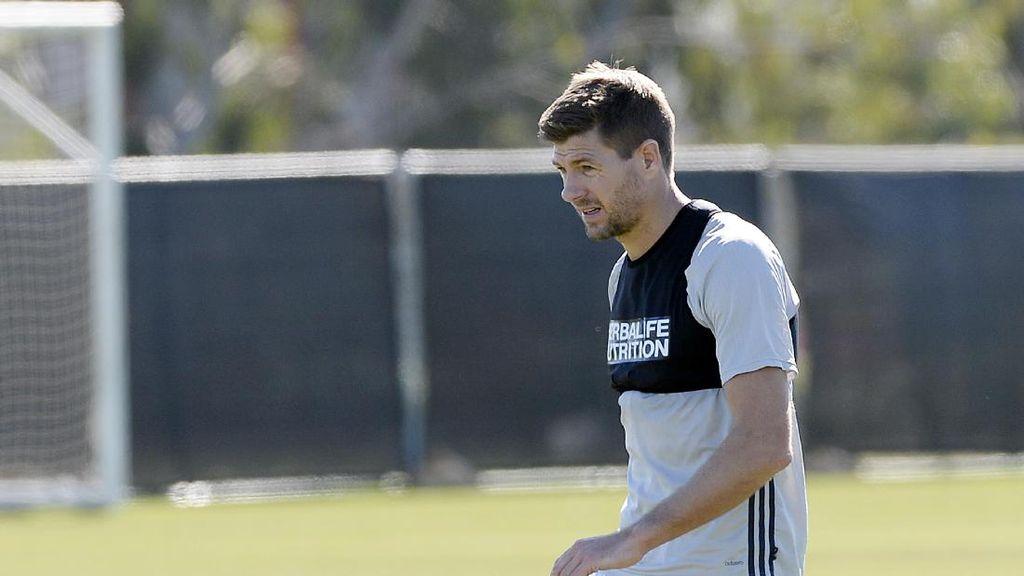 Gerrard Pulang ke Liverpool, Latih Tim Akademi