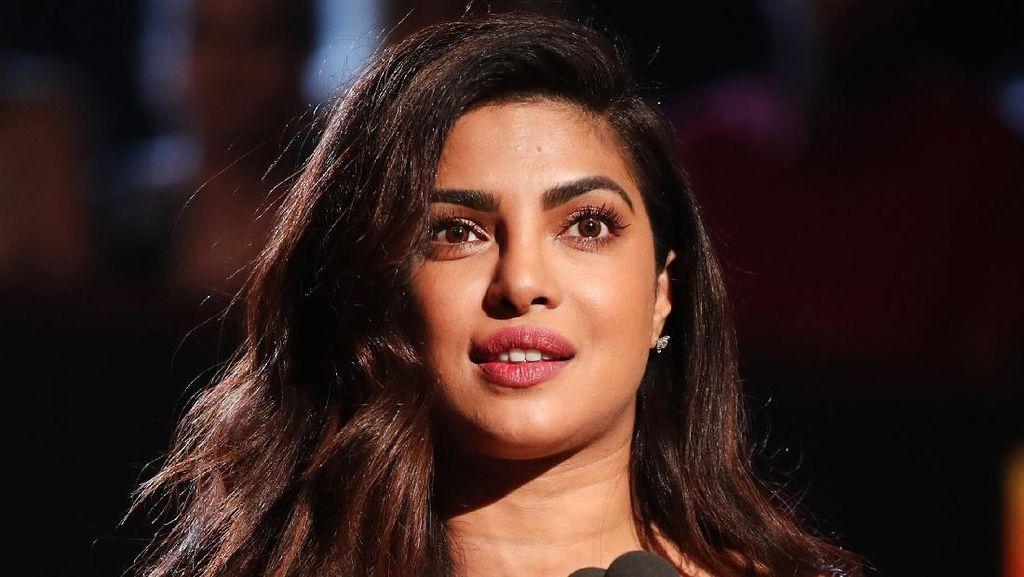 Priyanka Chopra Dituding Remehkan Aktor India