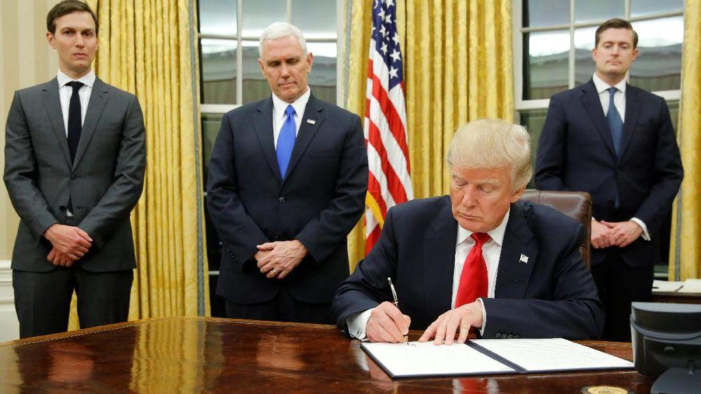 Trump Tanda Tangani Perintah Eksekutif Pertama Soal Obamacare