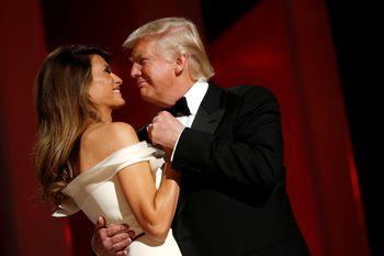 Mesranya Trump dan Melania Saat Berdansa