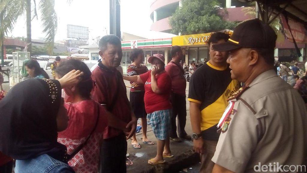 Cegah Penjarahan, Polisi Larang Pedagang Masuk Pasar Senen