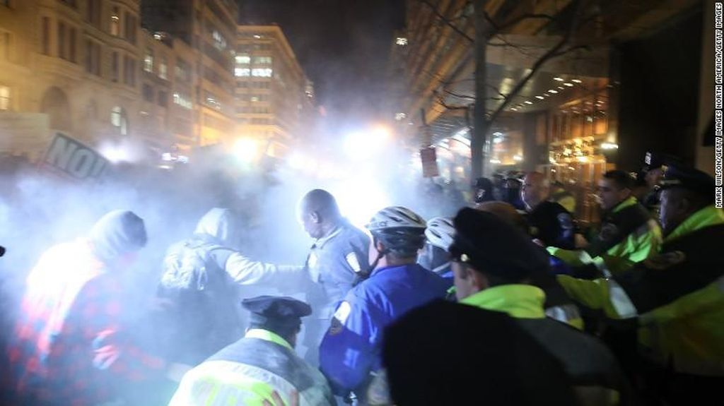 Demo Trump di Washington, 217 Orang Ditangkap dan 6 Polisi Terluka