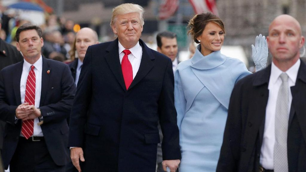 Sorakan dan Olok-olokan Warnai Parade Trump ke Gedung Putih