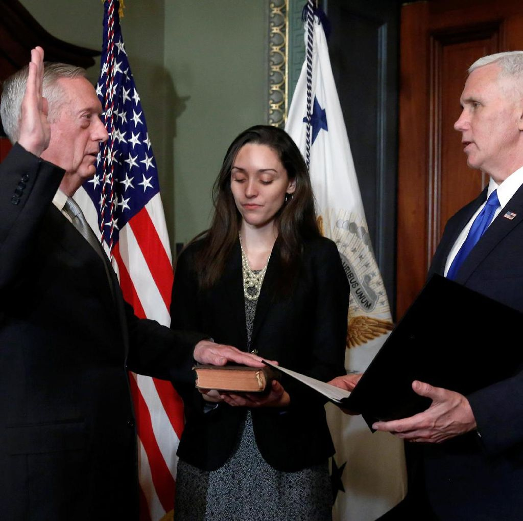 2 Purnawirawan Jenderal AS Dilantik Jadi Anggota Kabinet Trump