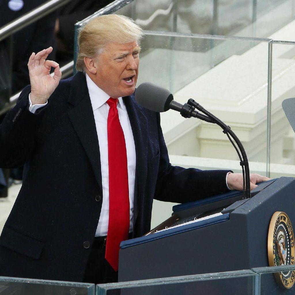 Lucu! Pidato Trump Ternyata Mirip Bane, Musuhnya Batman