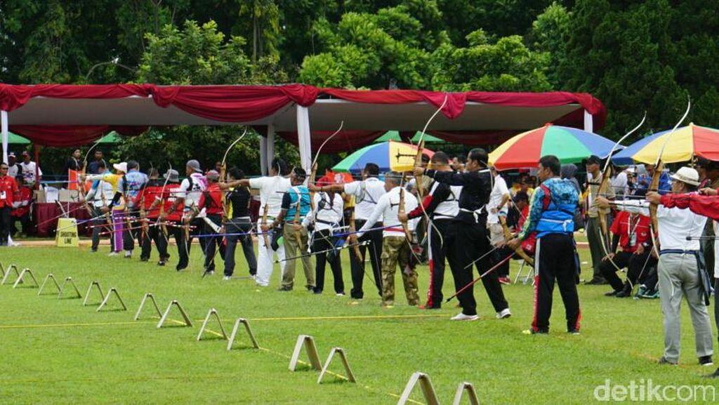 Dapat 1 Nilai Sempurna, Jokowi Dapat Skor 107 di Lomba Panahan