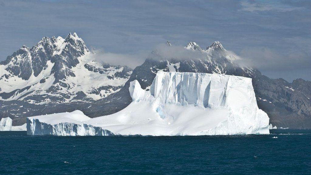 Patahan Gunung Es di Antartika Terus Meluas