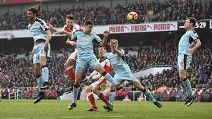Diwarnai Dua Penalti di Injury Time, Arsenal Kalahkan Burnley 2-1