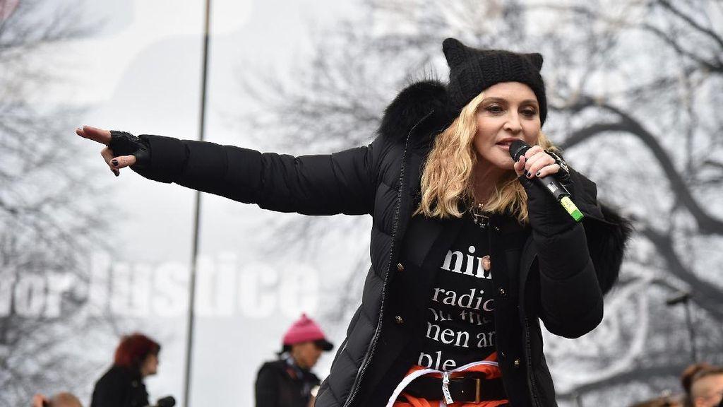 Selebriti Ikut Aksi Protes Donald Trump Bersama Ratusan Ribu Wanita
