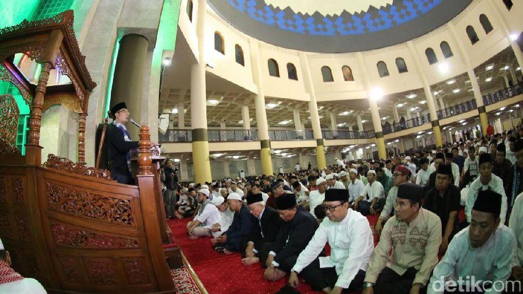 Ridwan Kamil Resmi Gulirkan Gerakan Subuh Berjamaah